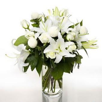 Çanakkale çiçekçiler  1 dal cazablanca 7 adet beyaz gül vazosu