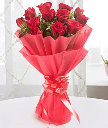 12 adet kırmızı gülden modern buket  Çanakkale internetten çiçek siparişi