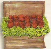yapay güllerden sandik   Çanakkale yurtiçi ve yurtdışı çiçek siparişi