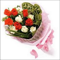 5 kirmizi 5 beyaz güllerden   Çanakkale güvenli kaliteli hızlı çiçek