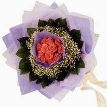 12 adet gül ve elyaflardan   Çanakkale anneler günü çiçek yolla