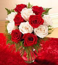Çanakkale çiçek yolla , çiçek gönder , çiçekçi   5 adet kirmizi 5 adet beyaz gül cam vazoda