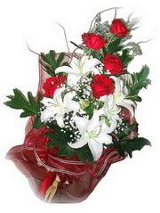 Çanakkale çiçek , çiçekçi , çiçekçilik  5 adet kirmizi gül 1 adet kazablanka çiçegi buketi