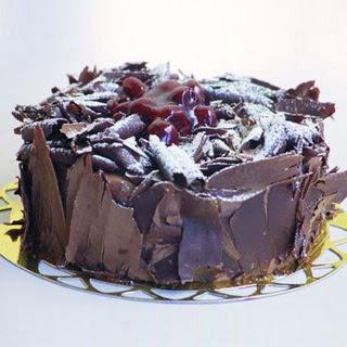 pasta yolla 4 ile 6 kisilik visneli çikolatali yas pasta  Çanakkale hediye sevgilime hediye çiçek