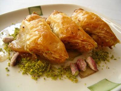 tatli siparisi Essiz lezzette 1 kilo Fistikli Söbiyet  Çanakkale çiçek yolla