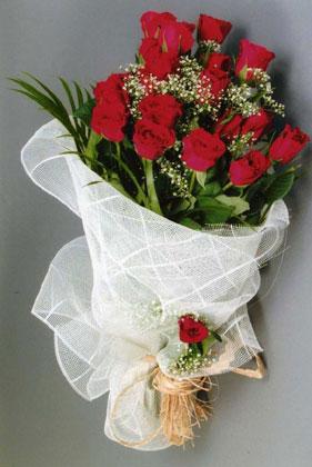 10 adet kirmizi güllerden buket çiçegi  Çanakkale hediye çiçek yolla