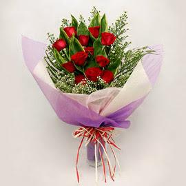 çiçekçi dükkanindan 11 adet gül buket  Çanakkale anneler günü çiçek yolla