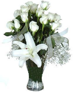 cam içerisinde 11 beyaz gül ve 1 kazablanka  Çanakkale hediye sevgilime hediye çiçek