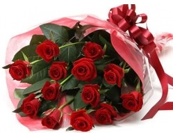 Çanakkale çiçek gönderme sitemiz güvenlidir  10 adet kipkirmizi güllerden buket tanzimi