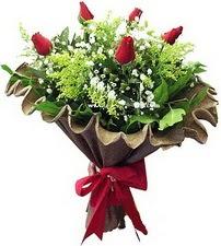 Çanakkale güvenli kaliteli hızlı çiçek  5 adet kirmizi gül buketi demeti