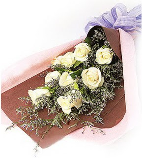 Çanakkale yurtiçi ve yurtdışı çiçek siparişi  9 adet beyaz gülden görsel buket çiçeği