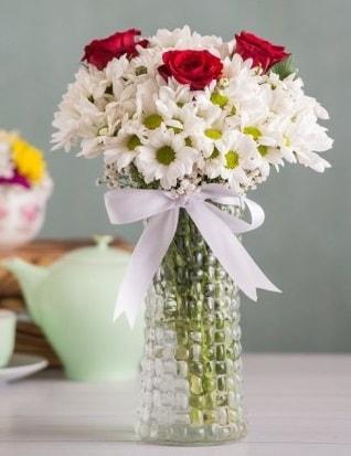 Papatya Ve Güllerin Uyumu camda  Çanakkale çiçekçiler