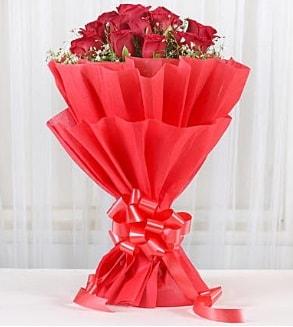 12 adet kırmızı gül buketi  Çanakkale 14 şubat sevgililer günü çiçek